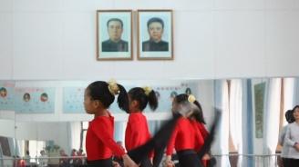 Деца гледат публични екзекуции в КНДР
