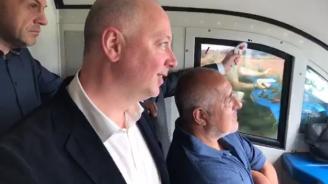 Борисов се качи на нов влак и обяви: Вече няма тадуф-тадуф. Тишина. Така ще върнем хората във влаковете