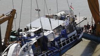 Продължават да вадят тела от потъналия в Дунав кораб