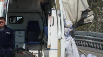 """Един ранен след катастрофа между лек автомобил и линейка на АМ """"Хемус"""""""