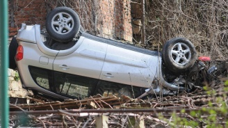 72-годишен шофьор се преобърнас колатаси в Девин, съпругата му е пострадала
