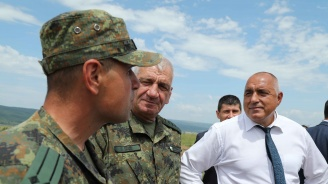 Борисов на военно учение: Не спорете със стария кашик!