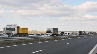 Затворени за тежкотоварни автомобили над 10 т. са проходите Твърдишки и Вратник