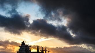 Два танкера са евакуирани след инцидент в Оманския залив