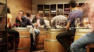 Варненски данъчни са запечатали два бара в центъра на Търговище