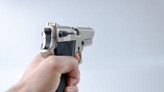 Пиян мъж стреля в заведение в Шумен