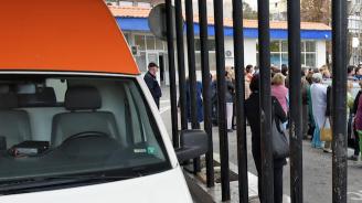 Метална врата падна и рани дете в Пазарджик