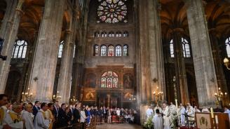 """В """"Нотр дам"""" бе отслужена първата литургия след пожара"""