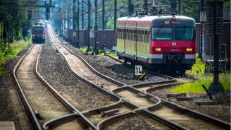 Петима души загинаха в Полша, след като влак блъсна кола на ж.п. прелез
