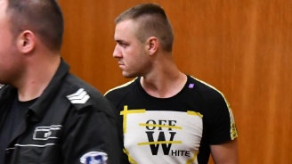 Съдът остави в ареста полицая, обвинен за производство на нелегален тютюн