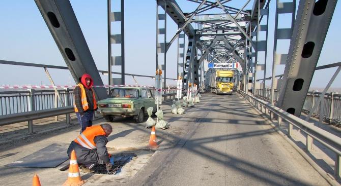 """Интензивен трафик на ГКПП """"Дунав мост"""" при Видин"""