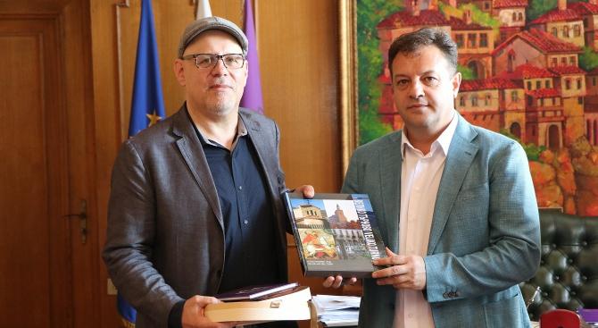 Кметът на Велико Търново Даниел Панов се срещна със световноизвестния