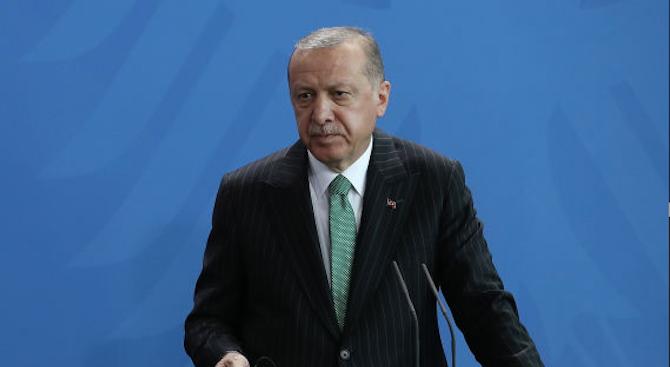 """Турският президент Реджеп Тайип Ердоган нарече """"мъченик"""" бившия египетски президент"""