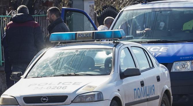 Двама души за задържани за побой на младеж в Сандански.