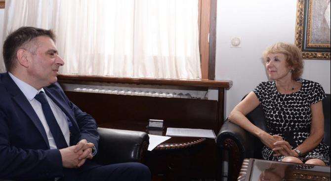Министърът на правосъдието Данаил Кирилов инициира среща с посланика на