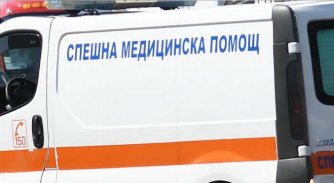 """Лек автомобил удари моторист на бул. """"Тодор Александров"""" в София."""