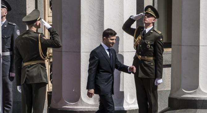 Украинският президент Володимир Зеленски е зачислен във военно окръжие и