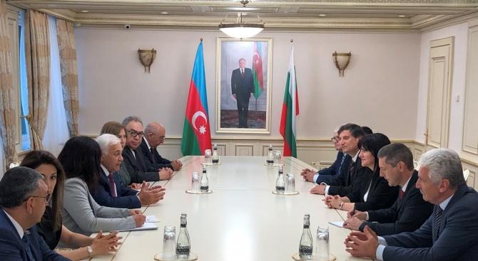 Караянчева се срещна с председателя на азербайджанския парламент
