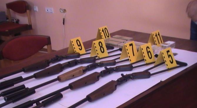 Арестуваха мъж в Пордим, произвеждал пушки в гаража си