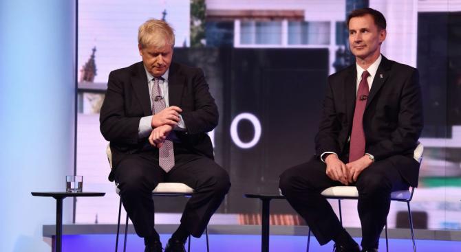 Борис Джонсън и Джереми Хънт останаха да се борят за лидер на британските консерватори