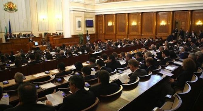 Депутатите прекратиха правомощията на народните представители Петър Витанов и Елена