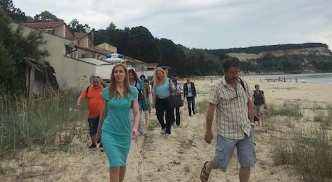 Министър Ангелкова след проверка на морски плаж Камчия: Прокуратурата е сигнализирана за нарушена цялост на дюна