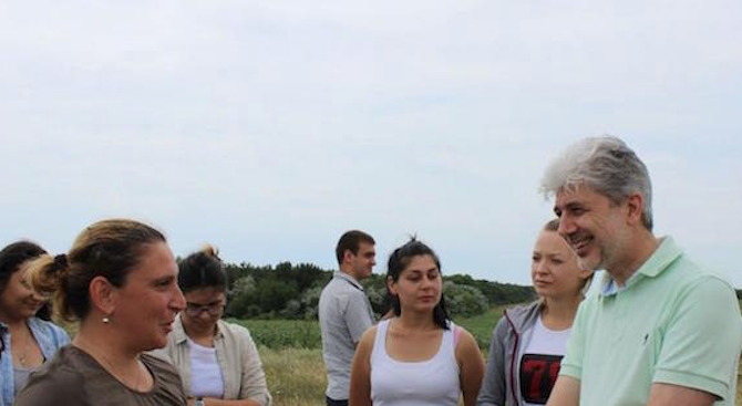 Снимка: Нено Димов провери изпълнението на проект за възстановяване на Понто-сарматските степи