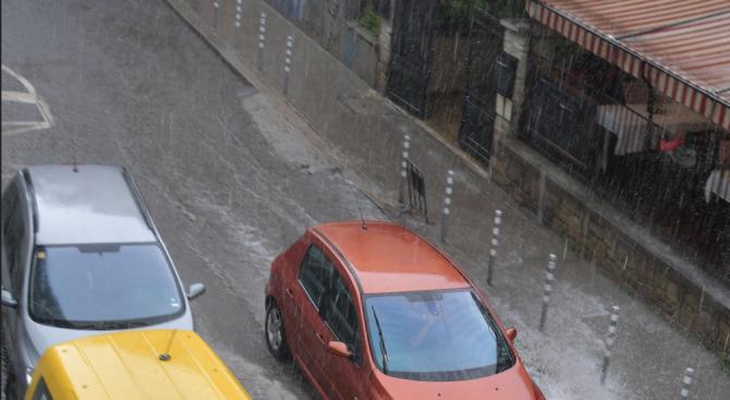 Поройни дъждове удариха различни части на страната