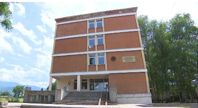 Образователни инспектори и полиция влязоха в училище в Ботевград, съобщи