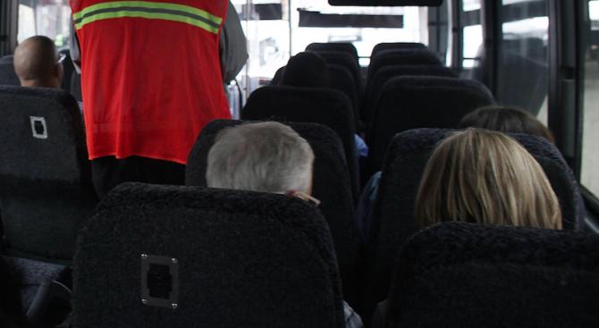 Трима души от катастрофата между буса и кола край Ловеч