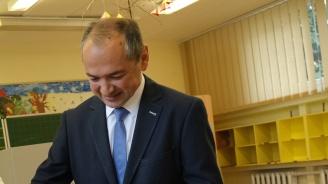 Румънец от партията на Ангела Меркел победи кандидат за кмет на АзГ