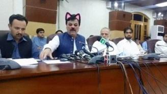Пакистански политици станаха за смях заради министър с котешка муцуна