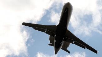 Силна турбуленция на борда на български самолет рани 10 души