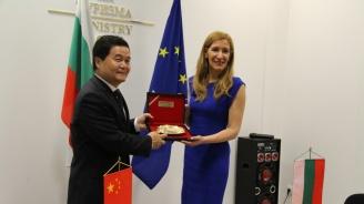 Министър Ангелкова проведе работна среща с новия посланик на Китай в България Н.Пр. Дун Сяодзюн