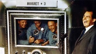 """Астронавти от """"Аполо"""" отпразнуваха 50 години от стъпването на Луната"""