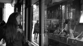 20-годишен разби във витрина на магазин главата на бившата си