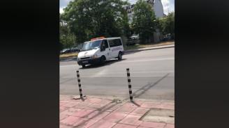 Група контрольори системно правят пътни нарушения на столична улица