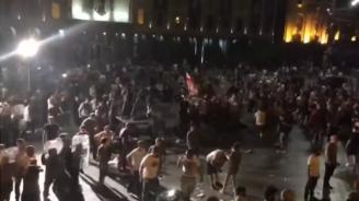 Протестиращи опитахада нахлуят в грузинскияпарламент