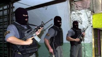 100 мексикански ченгета бяха закопчани при спецакция
