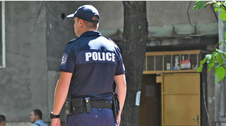 Криминално проявен удари полицай в Перник