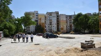 """Усилено строят нов обществен паркинг за 160 коли в """"Централен"""" в Пловдив"""