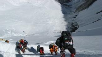 С всяка година все повече са желаещите да изкачат Еверест