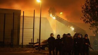 Пожар в жилищна сграда в центъра на Париж. Има загинали