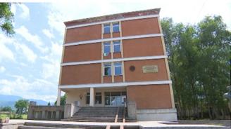Инспектори и полиция влязоха в училище в Ботевград заради отсъстващи от клас
