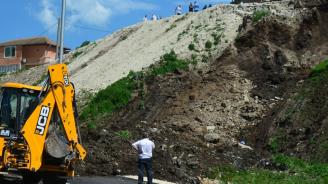 """Започва укрепване на свлачището край манастира """"Великата лавра"""" във Велико Търново"""