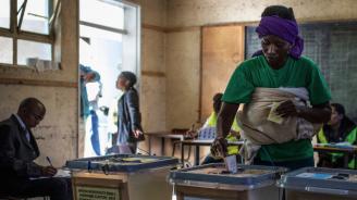 Кандидатът за президент на управляващата партия в Мавритания се обяви за победител във вчерашния първи тур на изборите
