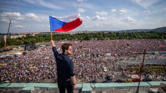Хиляди на протест в Прага с искане за оставка на премиера Андрей Бабиш