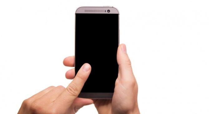 Снимка: Мъж задигна мобилен телефон