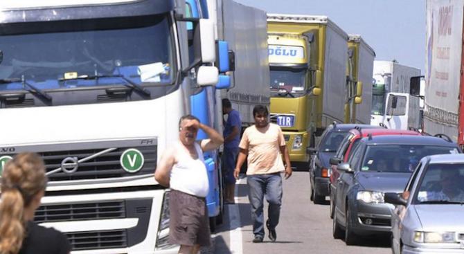 Интензивен трафик на пет гранични пункта