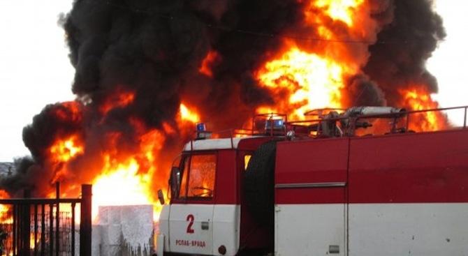 Камион и лек автомобил изгоряха на пътя Бургас – Созопол